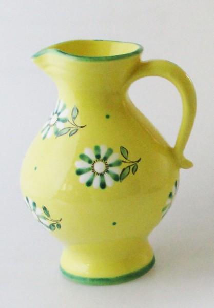 Gmundner Krug 0,80 l Höhe 18,5 cm gelb mit grün-weißen Blumen