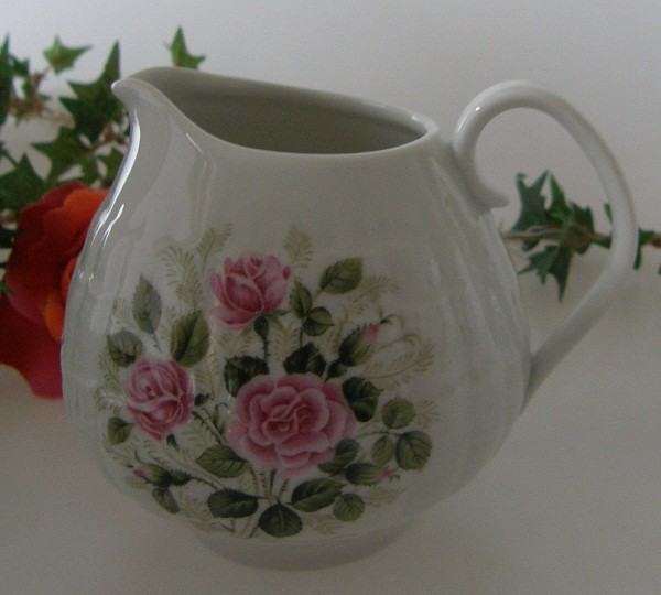Hutschenreuther Poesie Rosendekor Milchkännchen für 6 Pers. 0,22 l