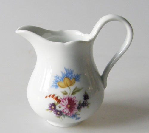 Hutschenreuther Maria Theresia Dekor mit bunten Blumen Milchkännchen