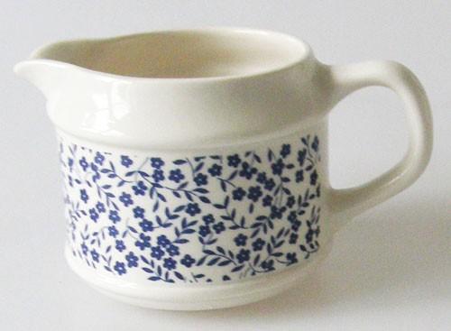 England Royal Tudor Daybreak blau Milchkännchen 0,25 l