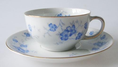 Sophienthal Teetasse mit Untertasse blaues Blumendekor mit Goldrand