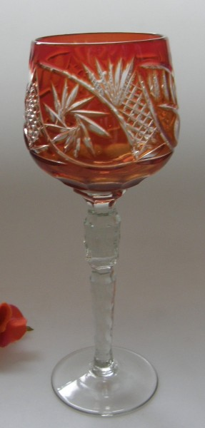 Überfang Weinrömer dunkles Rot mit Dekorschliff, Schleuderstern