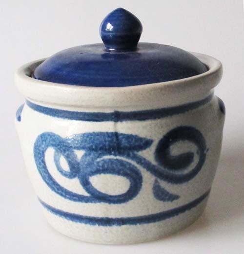 Topf mit Deckel Deutsche Keramik mit Salzglasur blau Höhe 8,5 cm Schmalztopf