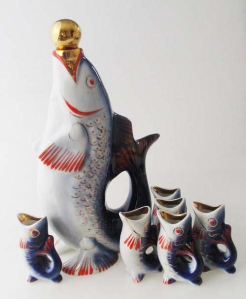 7 teiliges Schnapsset in Fischform bemalt Blautöne und Golddekor