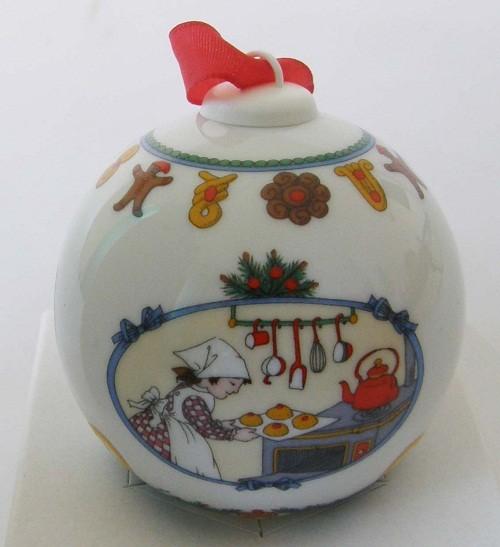 Hutschenreuther Porzellan Weihnachtskugel Weihnachtsbäckerei 1996