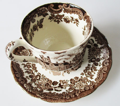 Untertasse 16,2 cm Royal Worcester weitere Keramik Avon Scenes Palissy rot