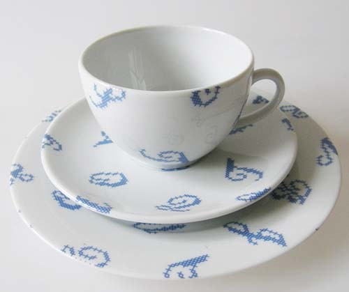 Frankreich DMC Blaue Serie Stickerei-Porzellan Kaffee-/ Teegedeck 3 tlg.